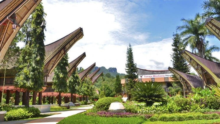 The exterior of the Toraja Misiliana Hotel, a deluxe hotel in Indonesia