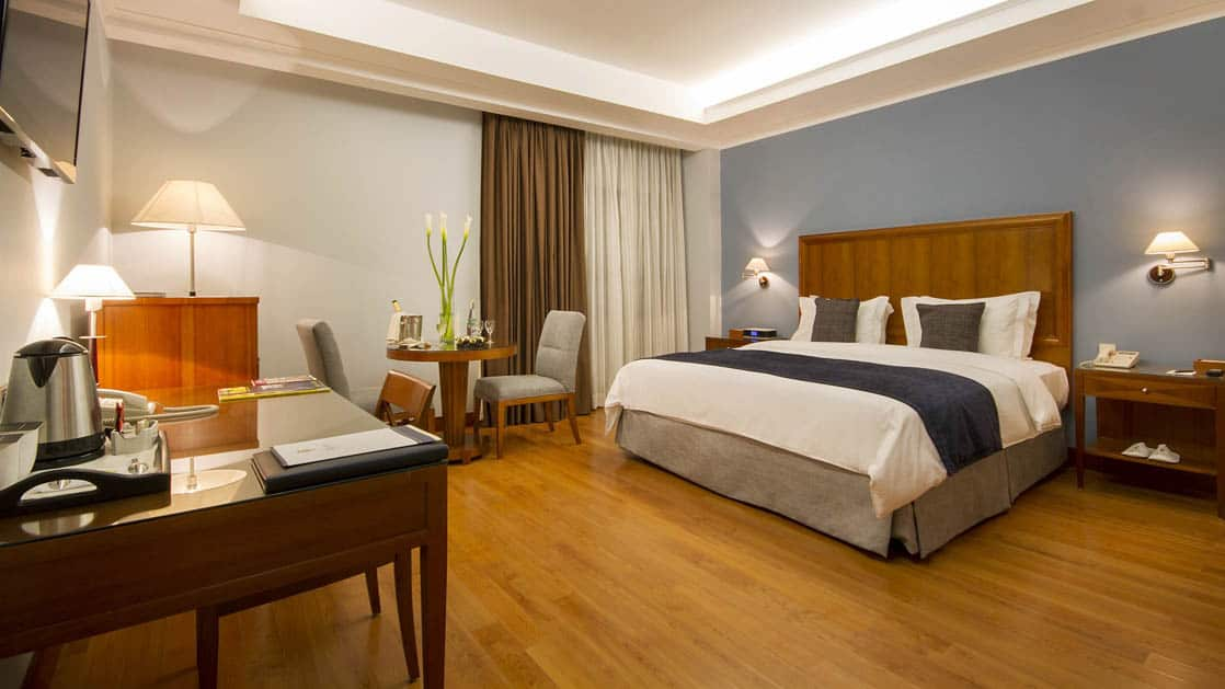 The premium floor room at the Hotel Oro Verde in Guayaquil, Ecuador, has a king-size bed, elegant furniture, coffee maker, desk, and reading lights