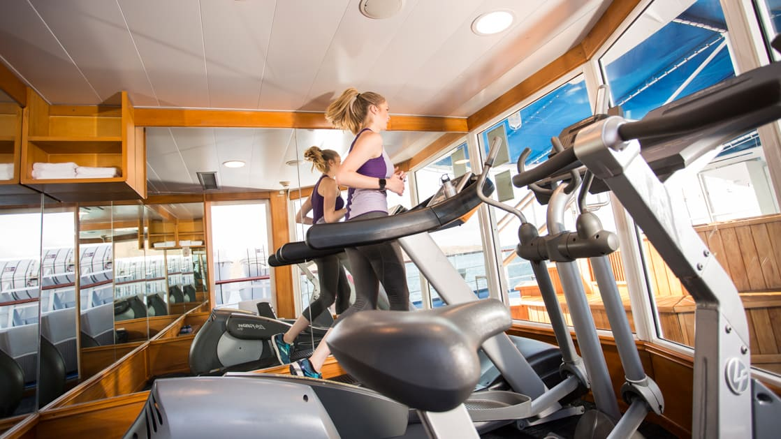 Passenger on a treadmill in the gym on the Isabella II.