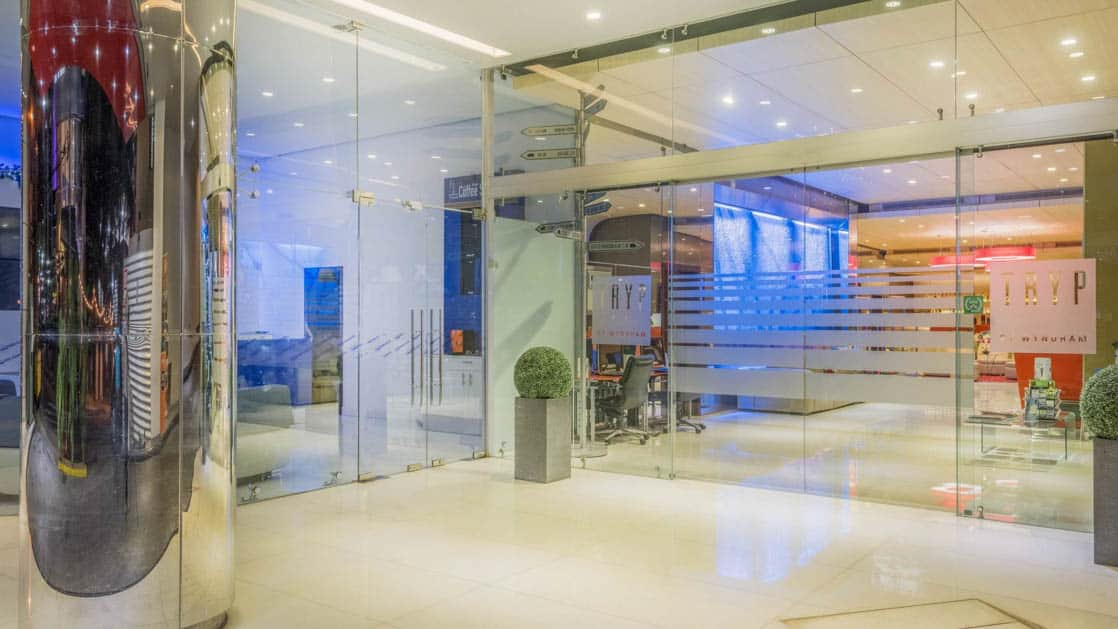 Glass doors along the entryway to the Hotel Tryp by Wyndham Panama Centro