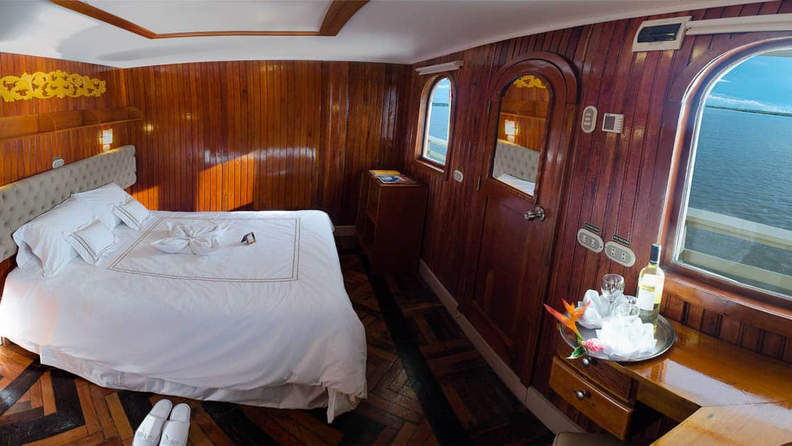 Cabin with Double bed and two windows aboard Amatista