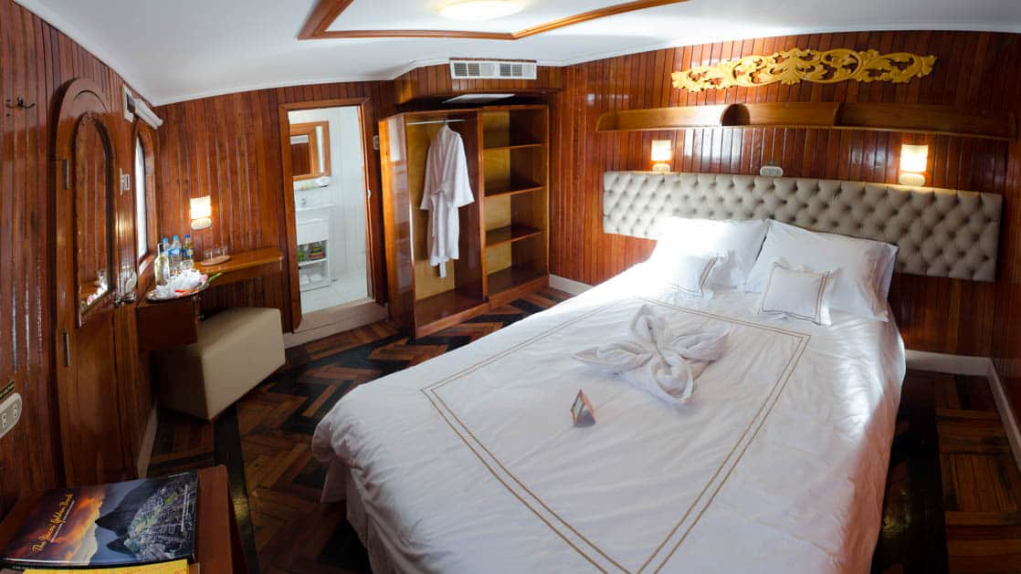 Cabin with Double bed, bathroom, and wardrobe aboard Amatista