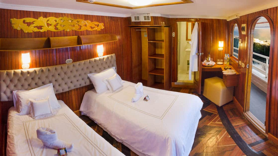 Cabin with twin beds aboard Amatista.