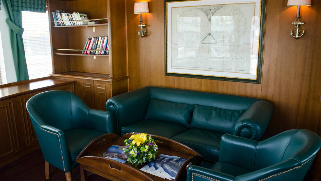 Library with sofa and chairs aboard Callisto.