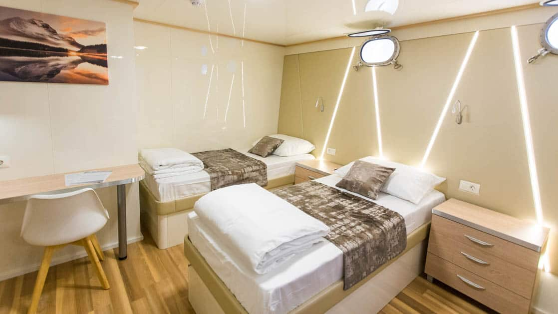 Maritimo 2 twin beds, 2 portholes, desk and chair, nightstand and reading lights.