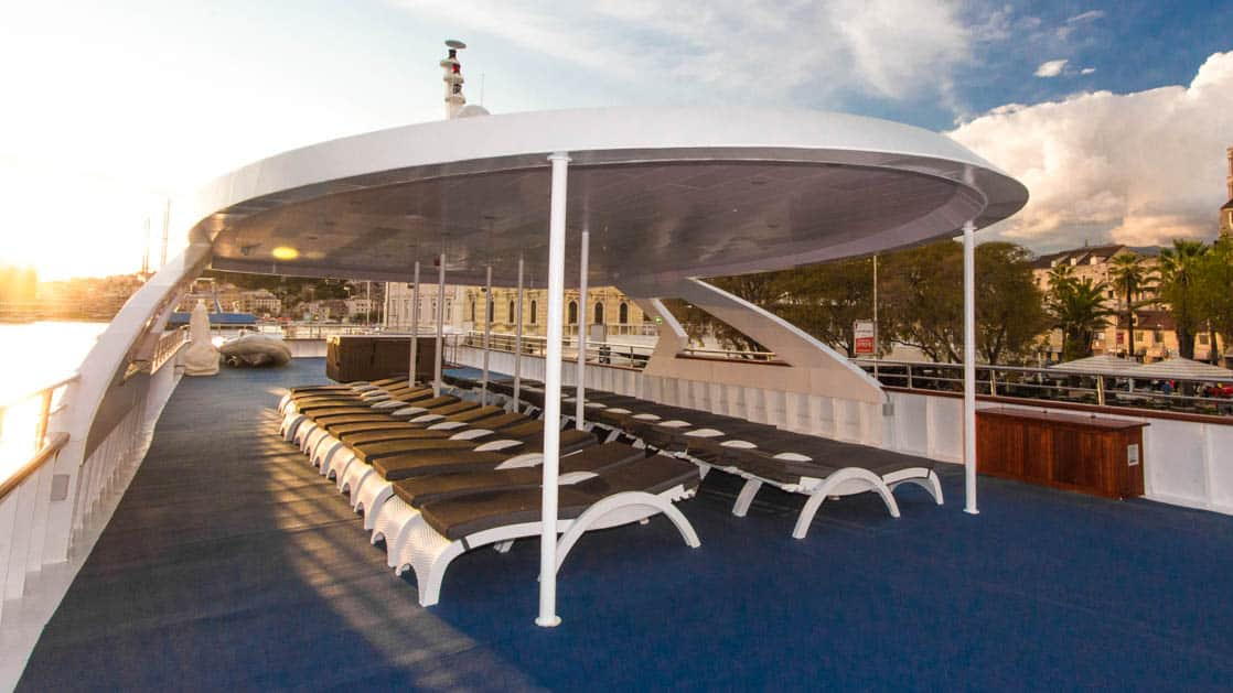 Maritimo covered sundeck with lounge chairs.