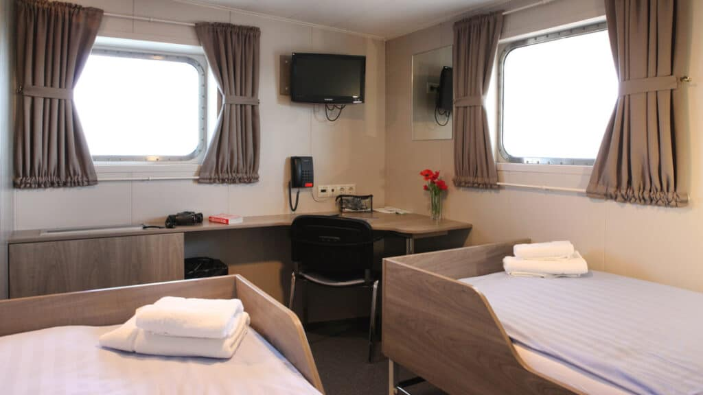 Twin Deluxe cabin aboard Plancius. Photo by: Monica Salmang