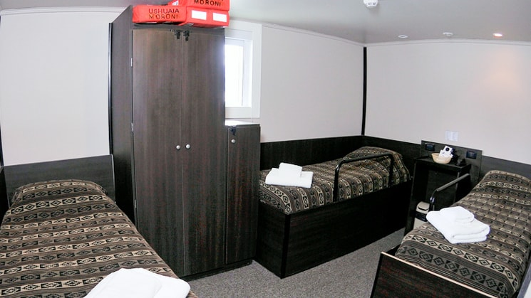 Ushuaia standard plus triple cabin with three beds, cabinet and window