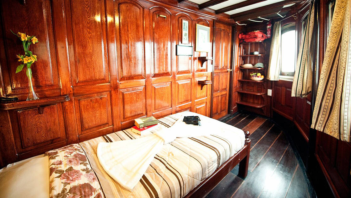 Blue Category Cabin 1 with bunk beds aboard Tucano.
