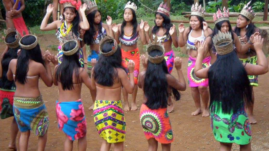 women dancing in colorful native garments on the panama discovery land tour