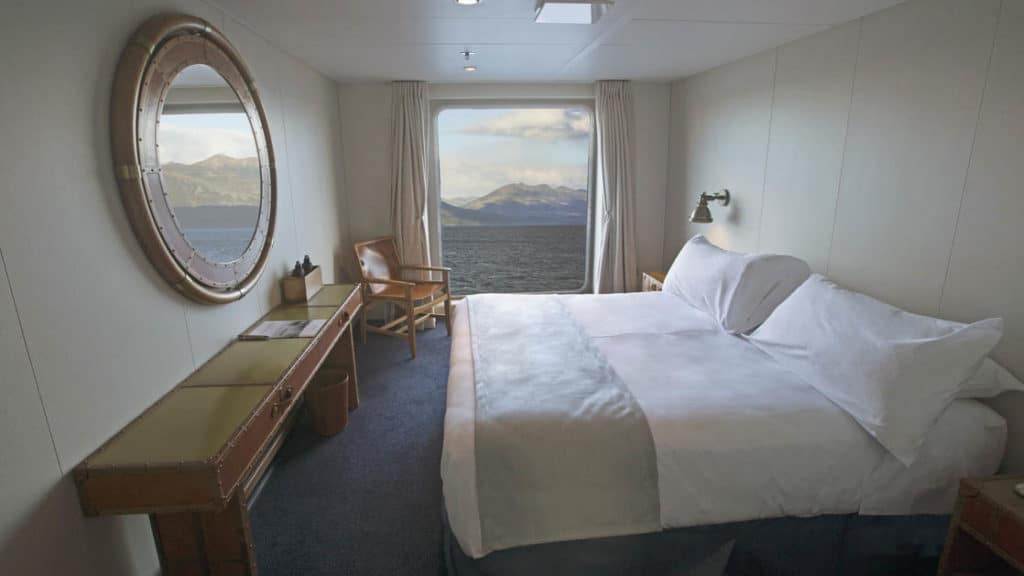 Category AA cabin with double bed aboard Ventus Australis