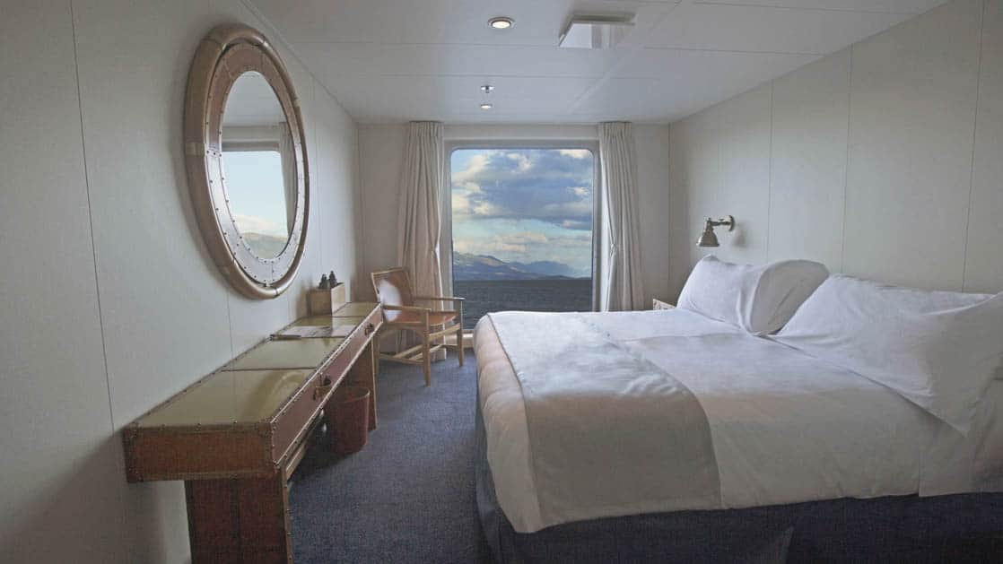 Category AAA cabin with double bed and window aboard Ventus Australis