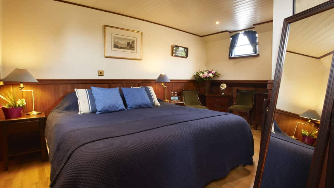 Suite with double bed aboard Magna Carta